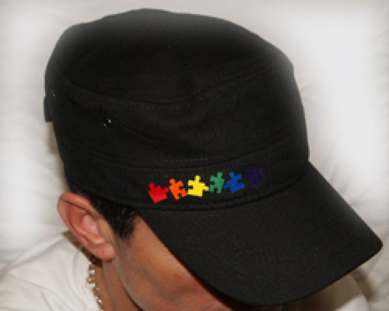 Puzzle links schwarze Military-Cap