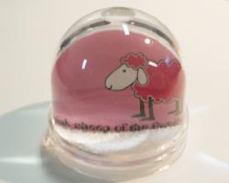 Schneekugel Pink Sheep
