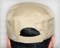 Leder links graue Military-Cap